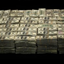 JAV per antikrizinę programą mirusiesiems išsiųsta 1,4 mlrd. dolerių vertės čekių