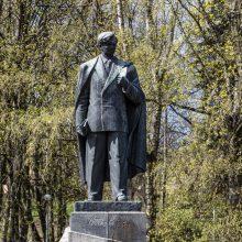 Rašytojai prašo sostinėje palikti P. Cvirkos paminklą