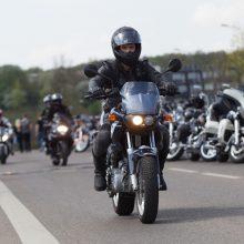 Motociklininkai prašo leisti Vilniuje važiuoti viešojo transporto juosta