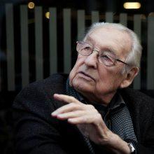 Mirė garsus Lenkijos kino režisierius A. Wajda
