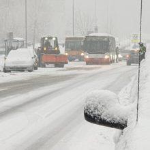 Sniegas sukėlė sąmyšį Vilniaus gatvėse: pasipylė avarijos, strigo eismas