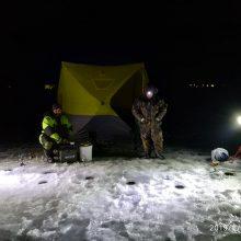 Žvejai išbando marių ledą: laimikis nedžiugina