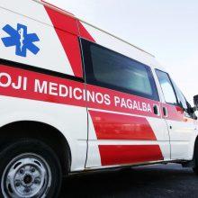 Kėdainių rajone sunkiasvoris automobilis prispaudė vyrą