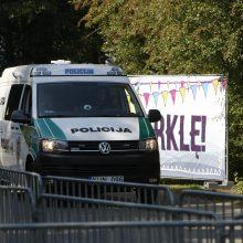 Įtemptos dienos pareigūnams: Karklės festivalyje – narkotikų paieškos