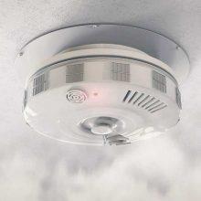 Per gaisrus žuvę trys žmonės būstuose neturėjo dūmų detektorių