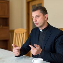 Apmokestina ir Bažnyčią: milijonas mokesčio – už aukas bažnyčiai statyti
