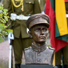 Vilniuje atidengtas paminklas A. Ramanauskui-Vanagui