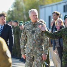 G. Nausėda Rukloje lanko karius: pasipuošė karine uniforma