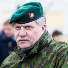 Ministras apgailestauja, kad kariuomenė buvo įtraukta į prezidento rinkimų kampaniją