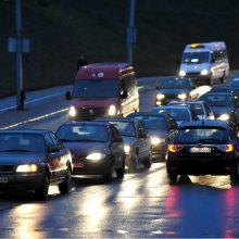 Kelininkų įspėjimas: naktį eismo sąlygas sunkins rūkas ir plikledis