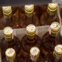 Alkoholį po 21 val. pardavusiai kasininkei gresia bauda