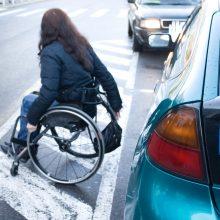 Siūloma papildomai remti dirbančius neįgaliuosius