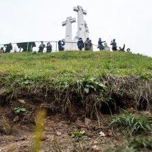 Trijų Kryžių kalnas plyšta, kaip ir Gedimino