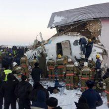 Kazachstane nukrito keleivinis lėktuvas: žuvo 12 žmonių, beveik pusšimtis nukentėjo