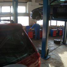 Seimo garažas neša tik nuostolius, bet politikai privilegijų atsisakyti nenori