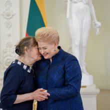 Prezidentė apdovanojo daugiavaikes mamas: didelės šeimos stiprina Lietuvą