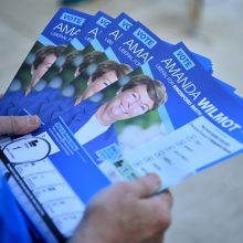Australijoje – įtempti rinkimai: kandidatai apmėtyti kiaušiniais