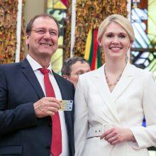 """""""Darbiečiams"""" prieš rinkimus išmokėti 1,8 mln. eurų sukėlė daug klausimų"""