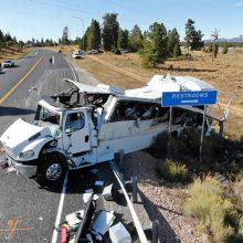 JAV sumaitotas turistus vežęs autobusas: yra žuvusiųjų ir sunkiai sužeistų
