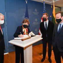 JAV senatorius Vilniuje ragina įvesti sektorines sankcijas Minskui