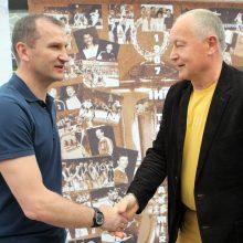 Kolegos: G.Savukynas žaidė Lietuvos vyrų rankinio rinktinėje, kuri, vadovaujama V.Novickio <span style=color:red;>(dešinėje)</span>, dalyvavo 1997 m. pasaulio čempionato finalo turnyre.