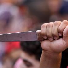 Kruvina popietė Bezdonyse: užpuolikas peiliu sužalojo vyrą