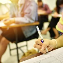 Abiturientai laiko vieną populiariausių brandos egzaminų – matematikos