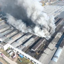 Ugniagesiai skelbia suvaldę gaisrą Alytuje, mokyklos nebus uždaromos
