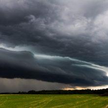Sinoptikai įspėja dėl audringų orų – dalyje Lietuvos siaus škvalas