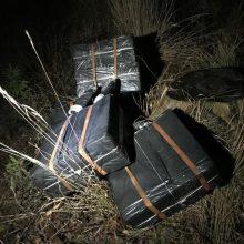 Sulaikyti trys vyrai, į Lietuvos gilumą nešę kontrabandines cigaretes