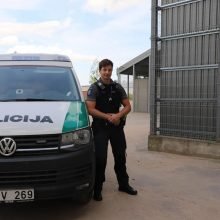 Pareigūno žygdarbis: išgelbėjo nuo policijos sprukusią ir skęsti pradėjusią moterį