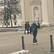 Dėmesį patraukė vaizdas Vilniaus centre: praeivio rankoje – žaislinis šautuvas