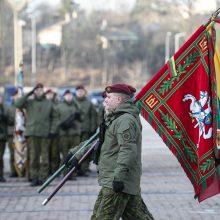 Kariuomenės dienos proga pirmąsyk suplevėsuos visų keturių pajėgų vėliavos