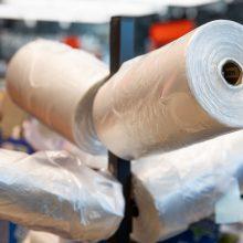 Rudenį bus tikrinama, ar prekybininkai ima mokestį už plastiko maišelius