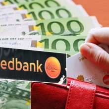 """""""Swedbank"""" sukčių-bankininkų pinklės: 15 gyventojų nepatikėjo, du atidavė tūkstantines sumas"""