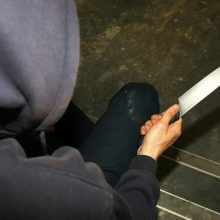 Vilniuje apiplėštas jaunas vyras: trise grasino ir peiliu