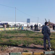 Irane keleivinis laineris nulėkė nuo oro uosto tako ir sustojo greitkelyje
