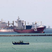 """Egipto prezidentas sveikina """"sėkmingą"""" operacijos užblokuotame Sueco kanale baigtį"""