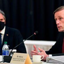 """Vašingtonas: Rusijos sprendimas atitraukti karius nuo Ukrainos sienų – """"konstruktyvus"""""""