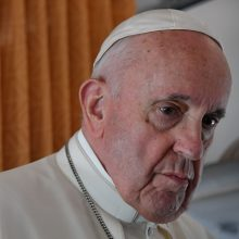 Popiežius sako nesuprantantis vakcinas nuo COVID-19 skeptiškai vertinančių žmonių