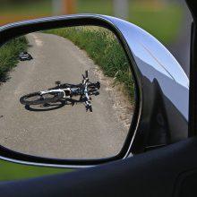 Savaitgalį keliuose eismo nelaimės tykojo dviratininkų: kliudytas ne vienas