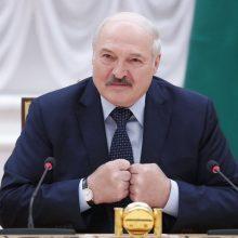 A. Lukašenka žada griežtai atsakyti į Vakarų pajėgų stiprinimą prie sienos su Baltarusija