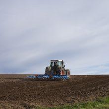 Ilgapirščiai Kėdainių rajone apvogė traktorių: nuostolis siekia 10 tūkst. eurų