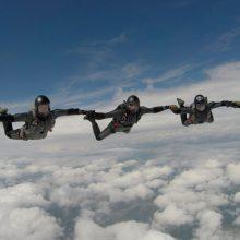 Lietuvos karininkas A. Miečius atliko 9000-ąjį šuolį parašiutu
