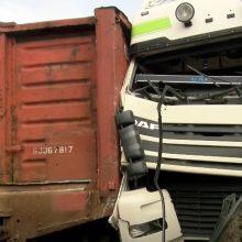 Įmonės teritorijoje Vilniuje susidūrė šilumvežis ir krovininis automobilis