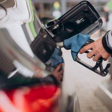 EK siūlo iki 2035 metų atsisakyti dyzelinių ir benzininių automobilių