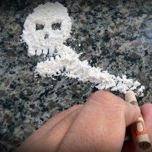 Pavaišinę narkotikais nepilnametį jaunuoliai atsidūrė teisiamųjų suole