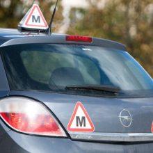 Į avariją Šiauliuose pateko mokomasis automobilis: sužalotas vienas žmogus