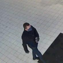 Pareigūnai ieško moterį apvogusio vyro: gatvėje iš rankų išplėšė piniginę