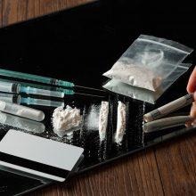 Šiauliuose sulaikyti jaunuoliai: pareigūnai įtaria radę narkotikų